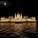 Karácsonyi program Budapesten, karácsonyi vacsora sétahajózással és élőzenével