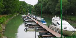 Dunai Gyöngy Yachtkikötő és Bárka Vendéglő