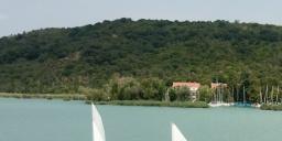 Vitorlás oktatás a Balatonnál, gyerek és felnőtt tanfolyamok a Club Tihany Vízisport Centrumban
