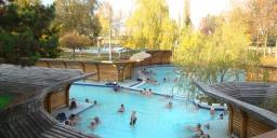 Október 23. Komárom ünnepi akciós szállás gyógyfürdőbelépővel a Thermal Hotel és Kempingben!