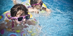 Családi wellness nyaralás, fürdőbelépővel és játszóházi programokkal a ceglédi Aquarell Hotelben