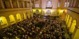 Pesti Vármegyeháza Díszudvara koncertek 2021. Online jegyvásárlás