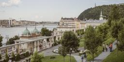 A főváros ékszerdoboza, vezetett séta a Várkert Bazárban a Testőrpalotától a Déli palotákig