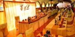 Esküvő Miskolcon, reneszánsz álomesküvő az Aranykorona Történelmi Hotel Étterem és Látványpincében