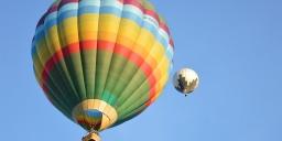 Hőlégballonozás, csapatépítő program Komáromban, a Monostori Erődben
