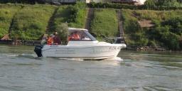 Vízitúrák jogosítvány nélkül vezethető kishajókkal. Légy hajóskapitány a Tiszán!