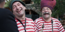 Cirkusz show 2022 Kapolcs. Családi fesztivál artistákkal, gólyalábasokkal és újcirkuszi formációkkal