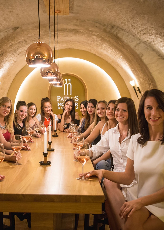 Lánybúcsú élmény izgalmas fogásokkal és díjnyertes borokkal, gasztroutazás különleges menüsorral