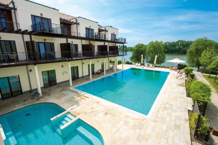 Kismama wellness pihenés  a Tisza-tónál, a családbarát Balneum Hotelben