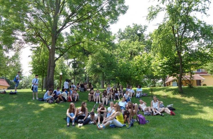 Bakonyi osztálykirándulás erdei szabadidőparkunkba szállás- és étkezési lehetőséggel Királyszálláson
