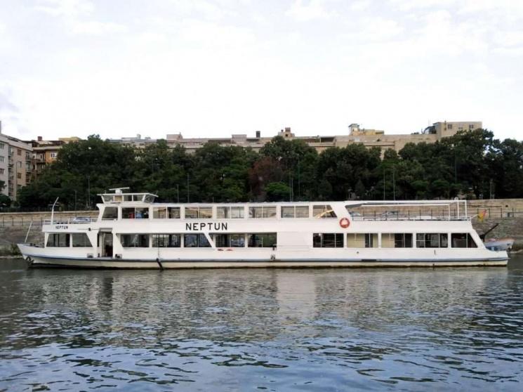 Rendezvény 150 főre, rendezvényhajó két fedélzettel és jól felszerelt bárral