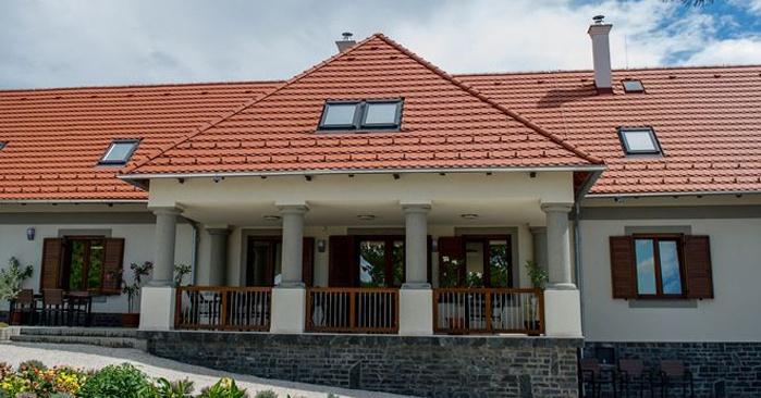 Villa Tolnay Bor- és Vendégház