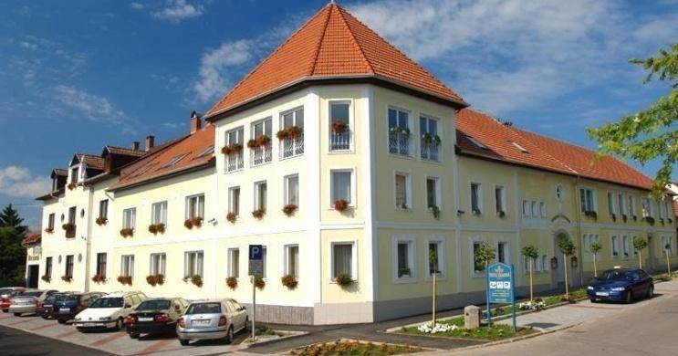 Hotel Korona Eger Wellness, Rendezvény és Borszálloda