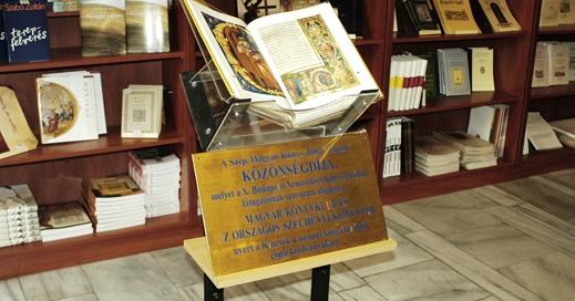 Könyvvásár Budapesten, az Országos Széchényi Könyvtár könyvboltjában