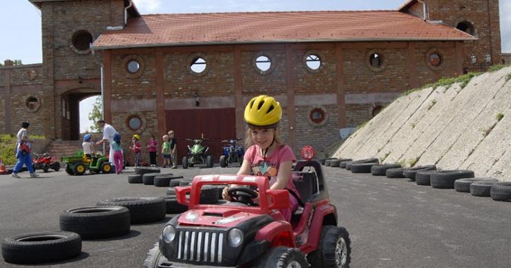 Zalakarosi quadozás elektromos quadokkal gyerekeknek a Hét Vezér Történelmi Kalandparkban