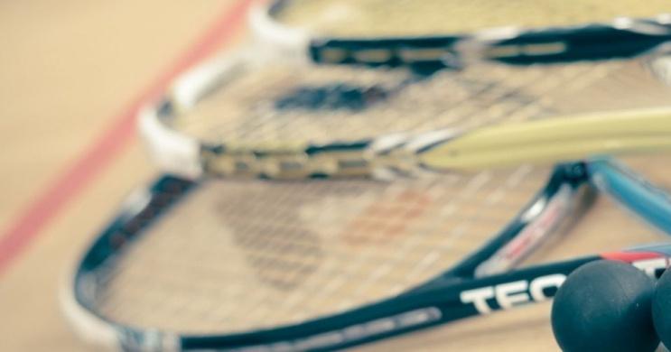 Squash a Balatonnál angol squash pályán, a vízparti wellness Club Tihany Resortban