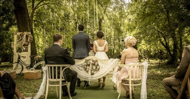 Esküvő Budapest környékén lenyűgöző természeti környezetben a Fenyőharaszt Kastélyszállóban