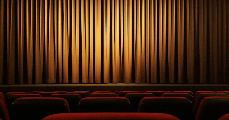 12 dühös ember színházi előadások az Átriumban 2021. Online jegyvásárlás