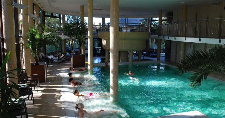 Wellness Hotel Gyula programok - fürdőzés bejáró vendégeknek a Wellness Oázisban