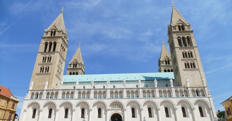 Koncertek Pécsen 2021. Könnyűzenei koncertek, online jegyvásárlás