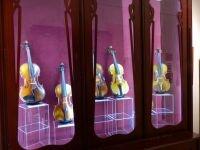 Magyar hegedűkészítők. Egy 20. századi hegedűkészítő műhely és magyar mesterhegedűk
