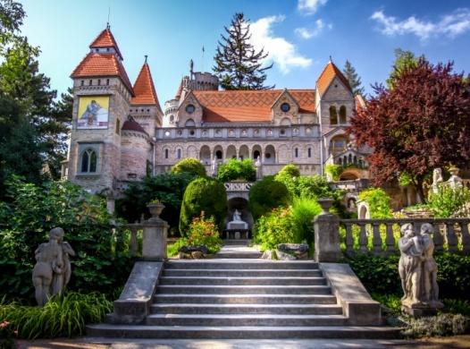 Bory-vár látogatás, romantikus városnéző túra idegenvezetéssel és kisvonattal
