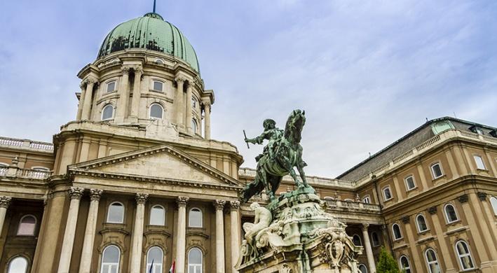 Bábkiállítás `Egymásra hangolva` címmel a Magyar Nemzeti Galériában