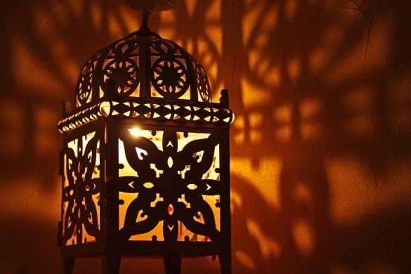 Ezer Lámpás Éjszakája. Eltűnt Gyermekek Világnapja