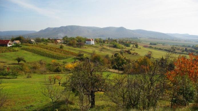 Pele apó tanösvény a Keszthelyi-hegységben, ökotúra a Balatonnál