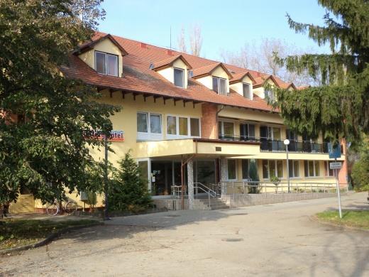 Touring Hotel** és Étterem