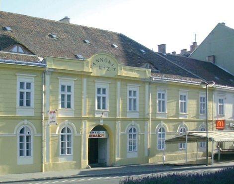 Pannónia Café Restaurant Pizzéria - Kávézó Szombathely