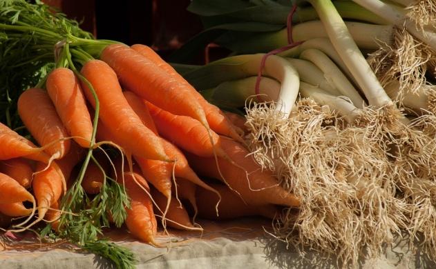 Helyi termelői piac Dinnyésen
