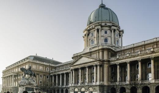Épület-séta, garantált vezetések a Magyar Nemzeti Galériában 2021