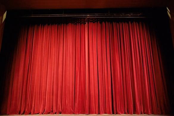 Rácalmás színházi előadás 2021. Agatha Christie – Egérfogó (szórakoztató krimi két felvonásban)
